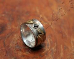 Ring mit Stein und Messing